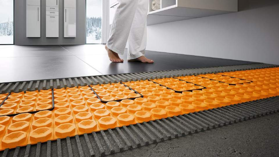 Warme Fliesen, sogar in der Dusche: die elektrische Boden- und Wandheizung DITRA-HEAT-E macht's möglich!